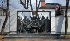 В.Пчелин. Памятник «Запорожцы пишут письмо турецкому султану»